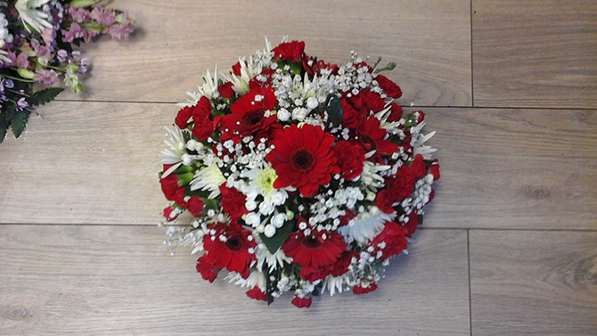 Red and white funeral posy posies florist Bristol FPO6